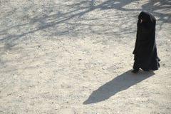 Kvinna i Burqa Arkivbild