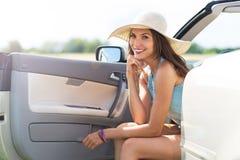 Kvinna i cabriolet Royaltyfria Bilder