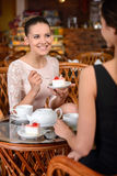 Kvinna i cafe Royaltyfria Bilder
