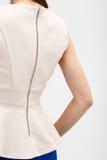 Kvinna i den beigea blusen Royaltyfri Fotografi
