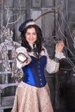 Kvinna i den 19th århundradejaktklänningen Royaltyfri Fotografi