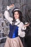 Kvinna i den 19th århundradejaktklänningen Royaltyfria Bilder