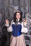 Kvinna i den 19th århundradejaktklänningen Royaltyfria Foton