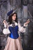 Kvinna i den 19th århundradejaktklänningen Royaltyfri Bild
