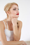 Kvinna i den vita bikiniöverkanten Arkivbilder