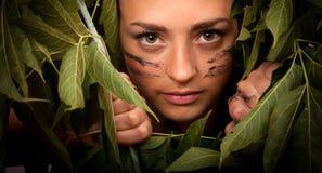 Kvinna i djungeln Royaltyfria Foton
