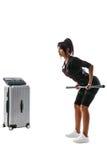 Kvinna i EMS-dräkten som gör övning med stången arkivfoton