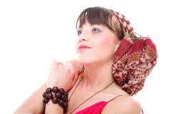 Kvinna i en isolerad turban royaltyfria bilder