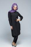 Kvinna i en muslimsk halsduk arkivbilder