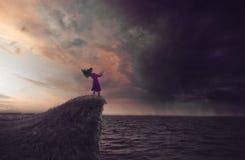 Kvinna i en storm Royaltyfri Bild