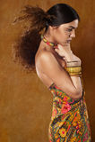 Kvinna i etnisk klänning royaltyfri fotografi