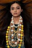 Kvinna i etnisk klänning arkivfoto