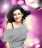 Kvinna i ett disko fotografering för bildbyråer