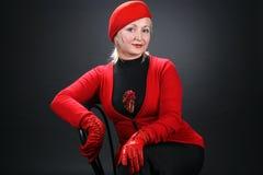 Kvinna i ett rött Fotografering för Bildbyråer