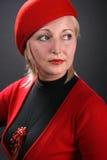 Kvinna i ett rött Arkivfoto