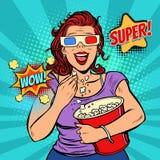 Kvinna i exponeringsglas som 3D håller ögonen på en film, ler och äter popcorn Arkivbild