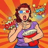 Kvinna i exponeringsglas som 3d håller ögonen på en läskig film och äter popcorn Arkivfoto