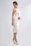 Kvinna i form-montering klänning Royaltyfri Bild