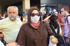 Kvinna i gasmask royaltyfria foton