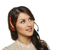 Kvinna i hörlurar med mikrofon som ser till sidan Arkivbild
