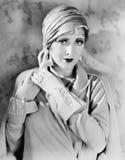 Kvinna i handskar och hatt (alla visade personer inte är längre uppehälle, och inget gods finns Leverantörgarantier att det ska f Fotografering för Bildbyråer