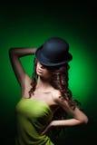 Kvinna i hatt arkivbild