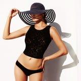 Kvinna i hatt och sexig underkläder Fotografering för Bildbyråer