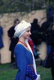 Kvinna i historisk dräkt Arkivfoto