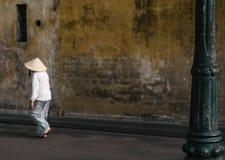Kvinna i Hoi An Vietnam royaltyfria bilder