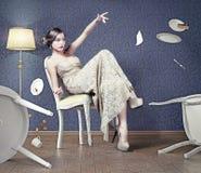 Kvinna i kafét Arkivbilder