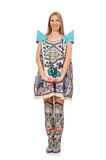 Kvinna i klänning med orientaliska tryck som isoleras på Arkivbild