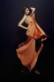Kvinna i lång klänning Royaltyfria Foton