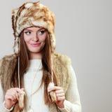 Kvinna i lock för vinterklädpäls Royaltyfria Foton