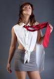 Kvinna i Mini Skirt och slips Fotografering för Bildbyråer
