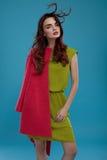 Kvinna i modekläder Härlig modell In Stylish Clothing Royaltyfria Bilder
