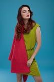 Kvinna i modekläder Härlig modell In Stylish Clothing Arkivfoton