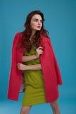 Kvinna i modekläder Härlig modell In Stylish Clothing Arkivbild