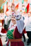 Kvinna i nationell vitrysk folkdräkt Royaltyfria Foton