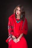 Kvinna i röd sari Fotografering för Bildbyråer