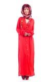 Kvinna i röd scaf Royaltyfri Foto