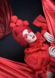 Kvinna i rött. Fotografering för Bildbyråer