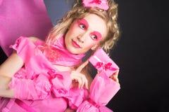 Kvinna i rosa färger. Royaltyfri Fotografi