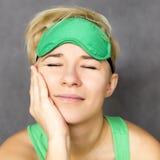 Kvinna i sömnmaskering Royaltyfria Bilder