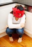 Kvinna i skräck av inhemskt missbruk Royaltyfria Foton