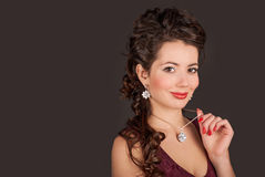 Kvinna i smycken Royaltyfri Fotografi