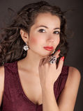 Kvinna i smycken Royaltyfri Foto