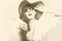 Kvinna i solglasögon. Arkivfoton