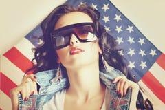 Kvinna i solglasögon royaltyfri bild