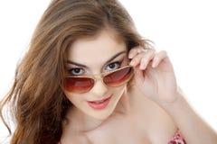 Kvinna i solglasögon Arkivbilder