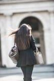 Kvinna i staden arkivbilder